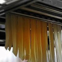 Citromos mézes csirkecomb, sóska pestós tagliatellével